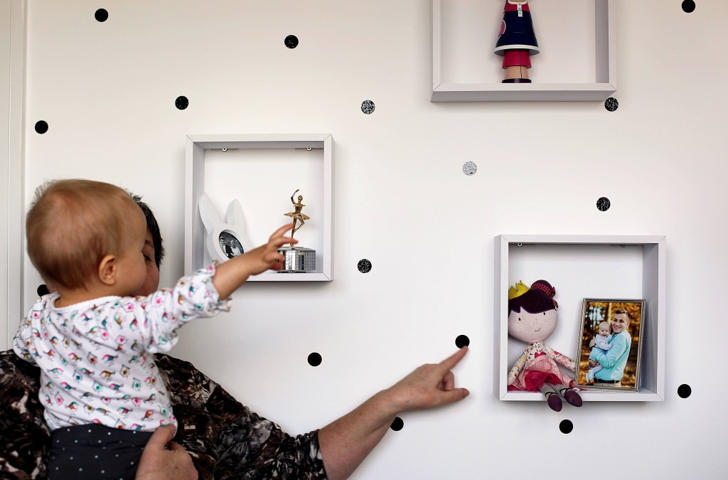 polka-dot-wall-diy
