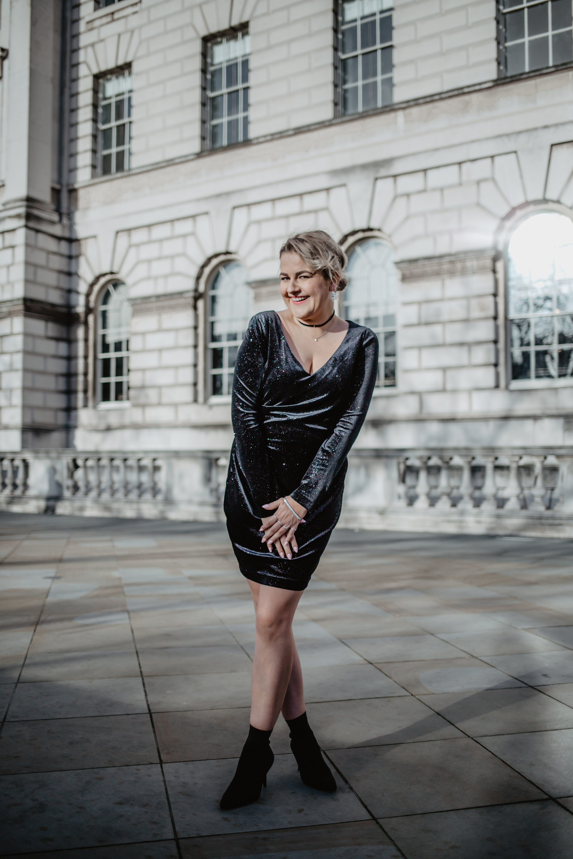 stylizacja swiateczna czarna sukienka