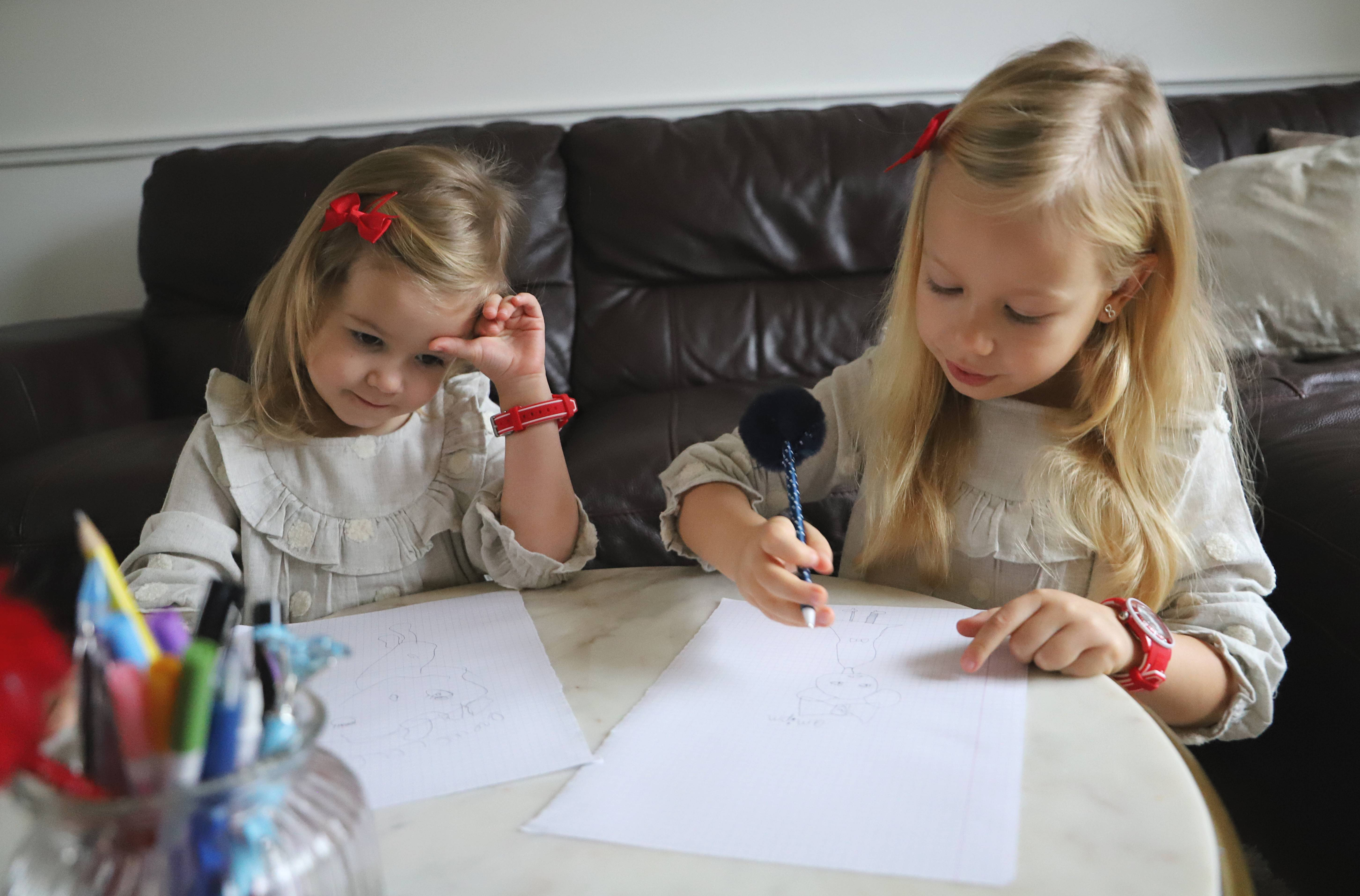 siostry zegarki dla dzieci